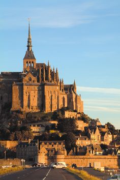 Mardi 3 juin 2014 #MontSaintMichel Wonderful Places, Beautiful Places, Mont Saint Michel France, I Love Paris, Beautiful Castles, Buildings, Saints, Louvre, Spaces
