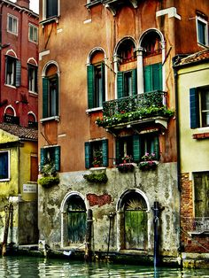 Venice. So beautiful it's hard to tell if this is a painting or a picture.