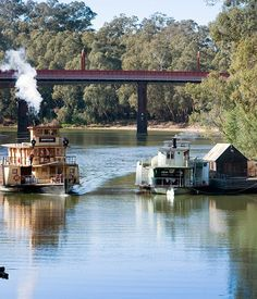 Murray River travel guide ~ Emmylou & house boat at Echuca