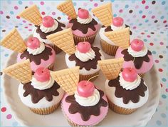 I love cupcakes, and I love ice cream.and cupcakes that look like ice cream, well that's even better! Cookies Cupcake, Sundae Cupcakes, Ice Cream Cupcakes, Yummy Cupcakes, Fondant Cupcakes, Themed Cupcakes, Pretty Cupcakes, Beautiful Cupcakes, Frost Cupcakes