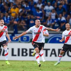 Maidana. 2-0 #River #Cruzeiro #Libertadores Rugby, Football Team, Soccer, Running, Pictures, Dbz, Dragon Ball, Memes, Google