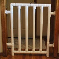 How to build a Safe and Strong Baby/pet Gate. It just uses PVC components. I bet you can adjust the plan to fit any size opening (it is almost impossible to buy a gate for a very narrow doorway). Baby Gate For Stairs, Diy Baby Gate, Baby Gates, Dog Gates, Pvc Pipe Crafts, Pvc Pipe Projects, Home Projects, Pvc Furniture, Do It Yourself Baby