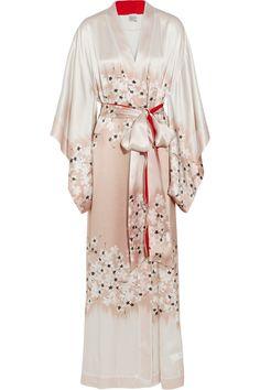 Carine Gilson Sakura floral-print silk-satin kimono robe - just beautiful! Silk Kimono, White Kimono, Kimono Style, Floral Kimono, Lingerie Sleepwear, Nightwear, Kimono Fashion, Silk Satin, Night Gown