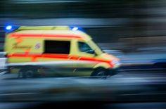 #Von Smartphone abgelenkt: 23-jährige Fußgängerin stürzt in Baugrube - Stuttgarter Nachrichten: Von Smartphone abgelenkt: 23-jährige…