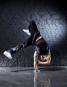 Photo about Young strong man break dance. On dark wall background. Baile Jazz, Dance Baile, Street Dance, Shall We Dance, Just Dance, Break Dance, Arte Hip Hop, Love And Hip, Dynamic Poses