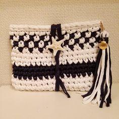 ズパゲッティ Crochet Clutch, Crochet Shoes, Crochet Handbags, Crochet Purses, Knit Crochet, Big Yarn, Crochet T Shirts, Yarn Bag, Diy Tote Bag