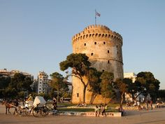 White Tower Lefkos Pyrgos - White Tower of Thessaloniki - Wikipedia, the free encyclopedia Greek Castle, Thessaloniki, City Break, Greek Islands, Heritage Site, Natural Wonders, Wonderful Places, Cool Places To Visit, Monument Valley