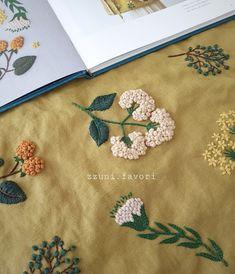 사진 설명이 없습니다. Border Embroidery Designs, Floral Embroidery Patterns, Hand Embroidery Flowers, Hand Work Embroidery, Embroidery On Clothes, Creative Embroidery, Simple Embroidery, Hand Embroidery Stitches, Embroidery Kits