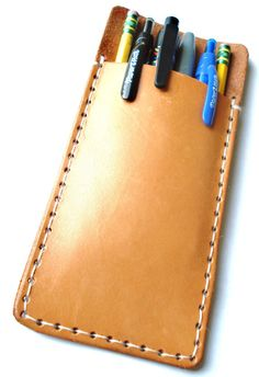 Customizable Leather Pencil Pouch or Pocket Protector Diy Leather Goods, Leather Purses, Leather Bag, Leather Projects, Leather Crafts, Leather Factory, Leather Workshop, Shoe Company, Pen Case