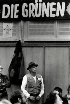 Joseph Beuys, Gründungsparteitag der Grünen, Karlsruhe, 1980, s/w-Foto, © Barbara Klemm, Frankfurt/Main