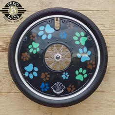 Black with Multi Colored Paws Deko Disc
