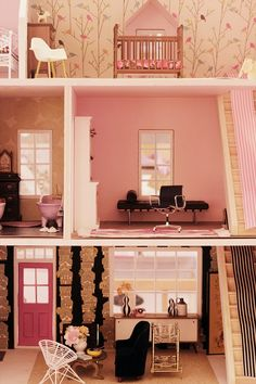 How EFFING adorable is this dollhouse. Must click on the photo to see all of the pictures on this ladies blog. ; )