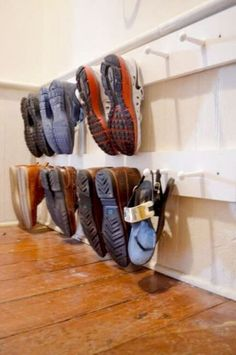 12 Ideas to Organize Your Mudroom and Entryway! 12 Ideas to Organize Your Mudroom and Entryway! Keeping our entryways into our homes decluttered, neat, and presentable is tough! Here are 12 ideas for entryway and mudroom organization! Garage Storage, Diy Storage, Storage Hacks, Clever Storage Ideas, Storage Shelving, Makeup Storage, Kids Shoe Organization, Bedroom Organization, Bedroom Storage