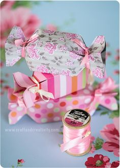 Karamellformade presentaskar – Candy shaped boxes.  Would make beautiful table favors!