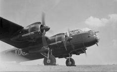 1a-HN-Ac-Airfix-Avro-Lancaster-BII-1.72.jpg (600×371)