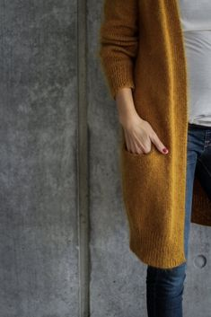 Ravelry: No Frills Cardigan pattern by PetiteKnit - knitting Cardigan Gris, Knit Cardigan Pattern, Oversized Cardigan, Crochet Cardigan, Knit Crochet, Crochet Cats, Crochet Birds, Crochet Food, Crochet Animals