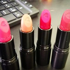 😍😍 Amando meus batons novos 💄  #unidasblogueiras #batons #quemdisseberenice #lipstick #alokadobatom #amobatom #FeminicesDoDia