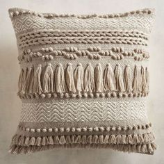 Fringe pillows are back, baby. Here, 23 fringe-covered, fringe-edged and fringe-adorned pillows you can (and should) buy immediately. Crochet Cushions, Throw Cushions, Diy Pillows, Decorative Pillows, Pillow Texture, Knit Pillow, Bohemian Pillows, Weaving, Trends