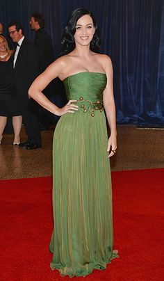 Katy Perry looked beautiful and stunning in Giambattista Valli. I love the green mixed with gold. The funky bronze belt is whimsical and adds interest.