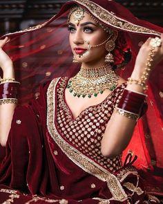 Top 20 Trendy Indian Bridal Makeup Images - Makeup Artist in Delhi Indian Bridal Outfits, Indian Bridal Makeup, Indian Bridal Wear, Indian Bridal Fashion, Bridal Makeup Images, Bridal Makeup Looks, Bridal Poses, Bridal Photoshoot, Wedding Lehenga Online