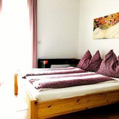 Ferienhaus Villach (@ferienhaus.villach) • Instagram-Fotos und -Videos Toddler Bed, Photo And Video, Instagram, Furniture, Videos, Home Decor, Pictures, Villach, Cottage House