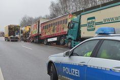 Hamburg, A 1: Auto bleibt liegen – Mehrere Lkw fahren aufeinander
