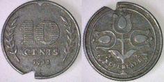 """Zinken dubbeltje (1942) uit de Tweede wereldoorlog, """"clandestien"""" gebruikt als gaspenning. De uitsparing in de munt werd gevijld. De meteropnemer kwam er altijd achter."""