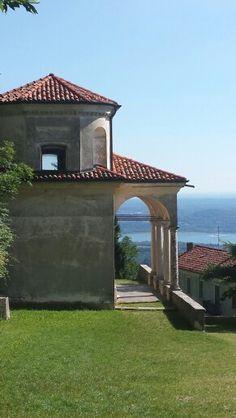 L'essenza di Varese : il S.Monte e sullo sfondo il Lago