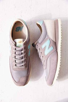 733fded17 New Balance 620 Classics 70s Trendy Womens Sneakers