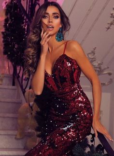 an amazing sparkly dress for this new year party Classy Party Outfit 4f8361e3c559