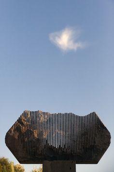 Pinuccio Sciola - Rock sculptures that make music. Rock Sculpture, Abstract Sculpture, Landscape Elements, Landscape Art, Italian Sculptors, Wayfinding Signage, Glitch Art, Looks Cool, Installation Art