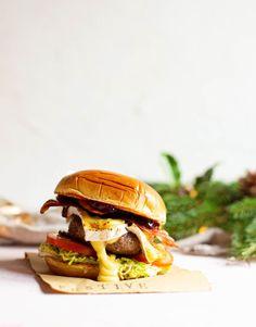 Cranberry Cheese, Cranberry Sauce, Burger Recipes, Snack Recipes, Mayonnaise Sandwich, Food 52, Salmon Burgers, Hamburger, Festive