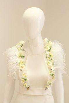✿ Flower Arrangements, Victoria, Wedding Dresses, Flowers, Fashion, Bride Dresses, Moda, Floral Arrangements, Bridal Gowns