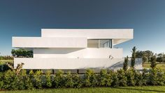 """Five white terraces enables wide range views over the surrounding golf course Architects:Corpo Atelier Location:Vilamoura, Portugal Year: 2015 Photo courtesy:Ricardo Oliveira Alves Description: """"A golf course is limited by empty plots for detached houses and scattered trees of various types and heights. At the ground level an immense lawn is only interrupted by sandboxes and …"""