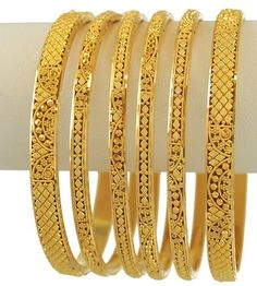 Supplement your conventional or present day gathering with adornments that reclassifies style. These designer bangles add shimmer look to your closet. Plain Gold Bangles, Gold Bangles For Women, Gold Bangles Design, Gold Jewellery Design, Designer Bangles, Gold Jewelry, Antique Jewellery, Gold Necklace, Bridal Jewellery