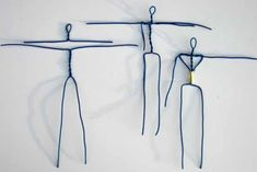 Old tutorial hand-outs. Papier mache figure by MadunTwo Paper Mache Clay, Paper Clay, Paper Art, Sculptures Sur Fil, Sculpture Art, Plaster Sculpture, Wire Crafts, Diy And Crafts, Paper Crafts