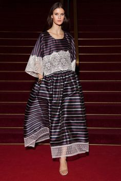 Alexis Mabille Resort 2018 Fashion Show Collection Couture Fashion, Hijab Fashion, Runway Fashion, Fashion Dresses, Alexis Mabille, Fashion 2018, Fashion Week, Haider Ackermann, Fashion Show Collection