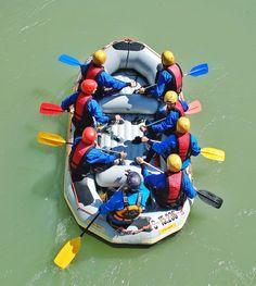 Farbenspiel und Rafting.