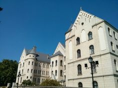 Castillo gyor Hungary, Budapest, Westerns, Mansions, House Styles, Castles, Voyage, Luxury Houses, Palaces