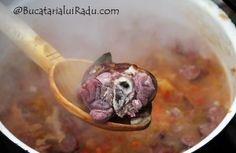 Fasole cu ciolan la ceaun, si alte carnuri. Romanian Food, Soul Food, Food To Make, Vegetables, Cooking, Places, Pork, Kitchen, Vegetable Recipes