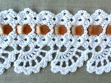 If you looking for a great border for either your crochet or knitting project, check this interesting pattern out. When you see the tutorial you will see that you will use both the knitting needle and crochet hook to work on the the wavy border. Crochet Boarders, Crochet Lace Edging, Crochet Motifs, Crochet Stitches Patterns, Thread Crochet, Filet Crochet, Crochet Designs, Crochet Crafts, Crochet Doilies
