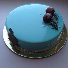 Provavelmente, esta é a série de bolos mais maravilhosa que seus olhos já viram. Feitos pela russa Olga Noskova, todos eles têm um ingrediente em comum: a perfeição! Espelhados ou super bem elaborados, os bolos dessa moça elevaram a confeitaria a um nível demasiado elegante para deixar qualquer cidadão com brilho nos olhos. Veja todos: Um mais lindo que o outro <3 Impossível não acompanhar a Olga no Instagram. Para seguir a moça dos bolos perfeitos e mais maravilhosos do mundo, clique aqui…