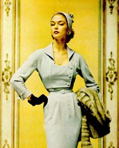 Jean Patchett in pale blue theatre suit with short three-button bolero jacket by Christian Dior, Vogue, October When people actually dressed to go to the theater! But so many people these days dress like slobs. Vintage Glamour, Vintage Dior, Moda Vintage, Vintage Mode, Vintage Beauty, Vintage Dresses, Vintage Ladies, Vintage Outfits, Fifties Fashion