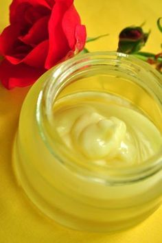 This Organic face cream recipe is perfect for oily skin or sensitive skin but also suitable to all type of skin in the summer when we tend to produce more sebum. Kukui nut oil is definitely one of my favorite oil; I often use it pure and undiluted in the morning on my face.