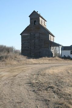 Timeless Beauty by Tammy Rader on Capture Dakota // Another view of the Rauville Elevator