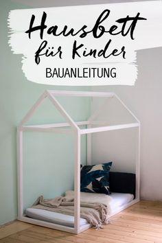 Unser Hausbett ist fertig! Bauanleitung für das Kinderbett der Träume findet Ihr in meinem Blog. Anleitung zum Floor Bed mit Emma Matratze. Kinderzimmer Ideen zum selbst bauen.