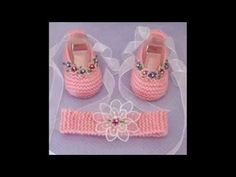 Como tejer un ajuar: zapatito para bebe a crochet - YouTube Crochet Baby Boots, Knitted Booties, Baby Girl Crochet, Crochet Baby Clothes, Crochet Shoes, Baby Booties, Knit Crochet, Crochet Crafts, Crochet Projects