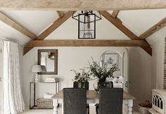Family Dining area designed by Sims Hilditch for Converted English Farmhouse Project. © Country Cottage Interiors, Modern Farmhouse Interiors, Wood Interior Design, Interior Design Business, Interior Ideas, Farmhouse Dining Room Rug, Dining Area Design, English Farmhouse, Interior Architecture