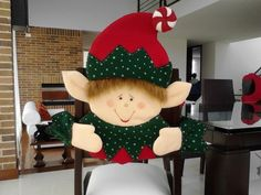 forros-navideños-para-sillas Xmas Elf, Halloween Christmas, Diy Christmas Ornaments, Christmas Holidays, Felt Crafts, Christmas Crafts, Christmas Chair Covers, Xmax, 242