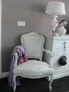 Ingezonden door Moniek Weel. Op de muur is kalkverf in de kleur Viola ...